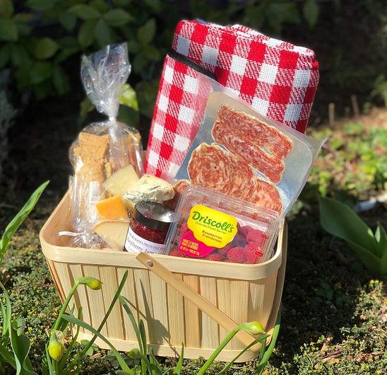 charcuterie picnic.jpg
