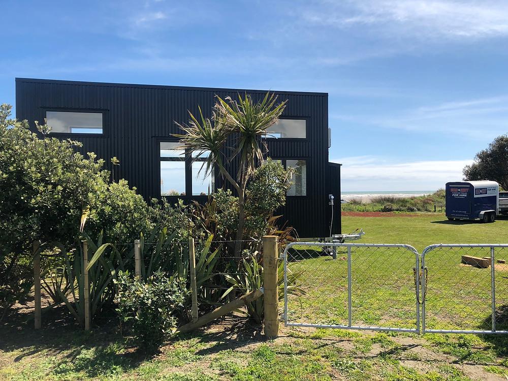 Tiny house in location at Waikawa Beach