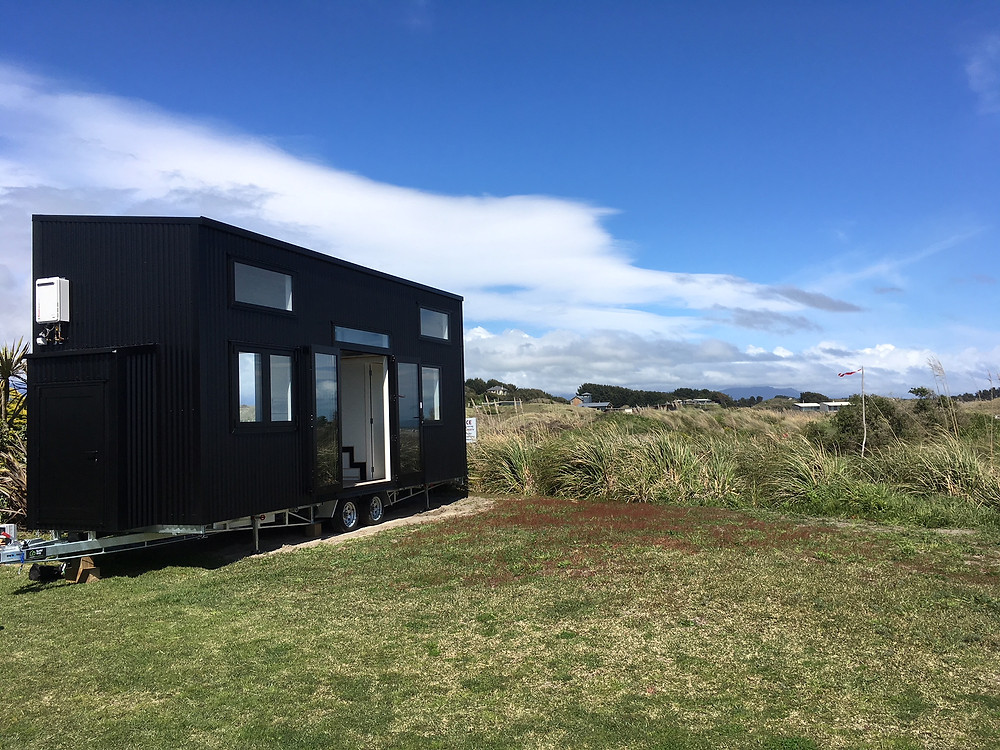 Tiny house in location at Waikawa Beach