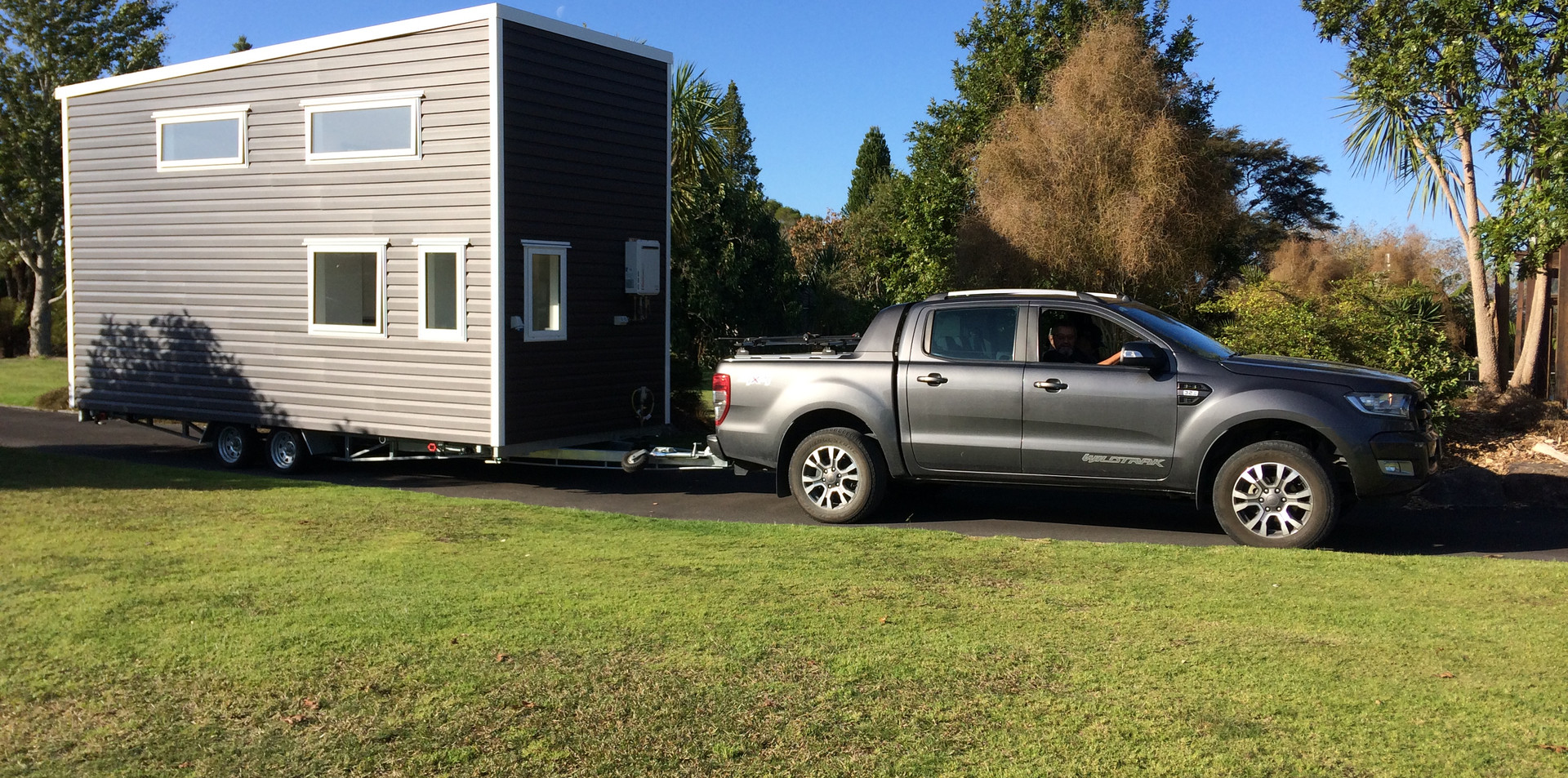 Bitser tiny house on the move