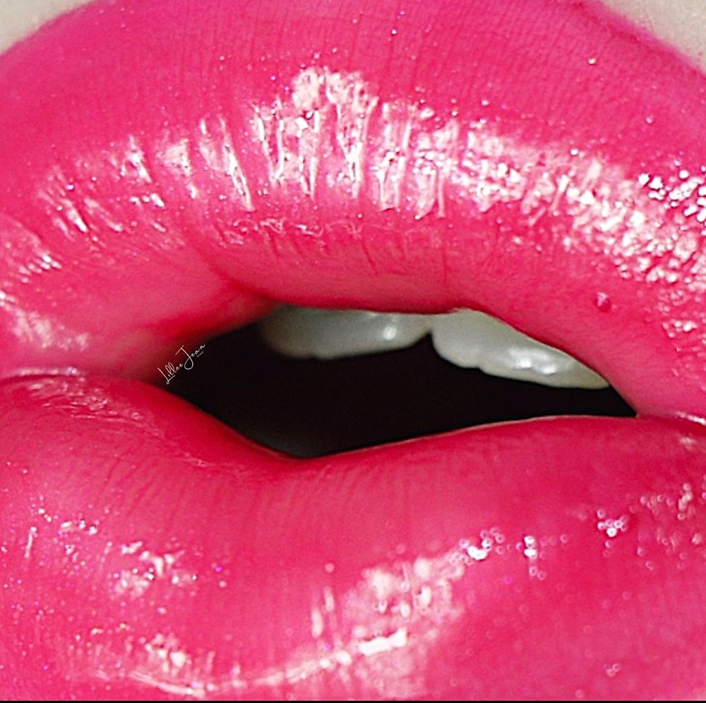 Glossy Pops New York Lipstick on Lillee Jean