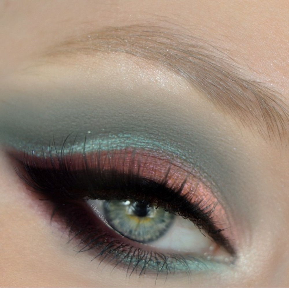 Living Coral and Teal Dramatic Cut Crease Makeup Tutorial 2019 | Lillee Jean