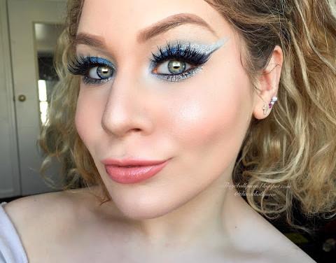 Power Puff Girls: Bubbles Dramatic Glittery Blue Cut Crease Makeup Tutorial