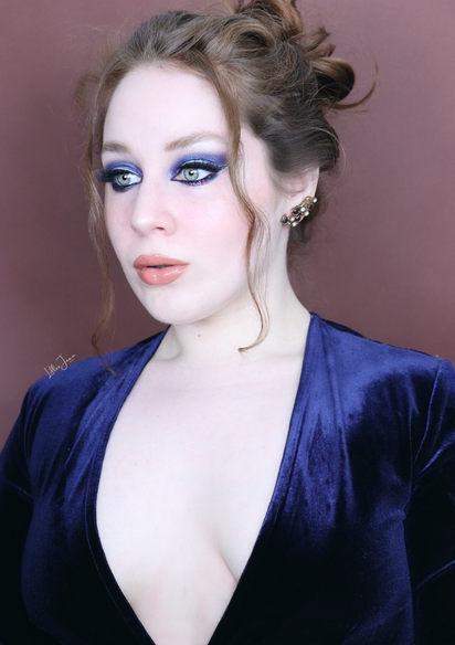Royal blue eyeshadow look by Lillee Jean