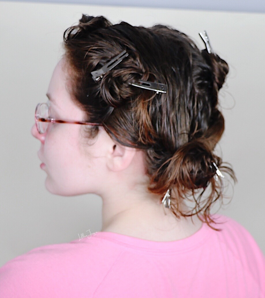 Alligator Clips In Damp Hair For Heatless Curl Style by Lillee Jean
