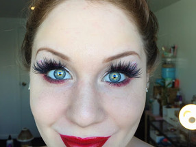 Holiday Series: Candy Cane Inspired Holiday Cut Crease Makeup Tutorial