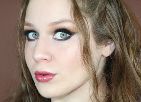 Revolution Precious Stones Holiday Green and Cranberry Makeup Tutorial | Lillee Jean