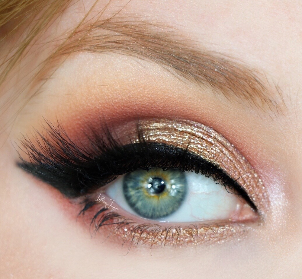 Holiday Golden Glittery Glam Makeup Tutorial 2020 | Lillee Jean