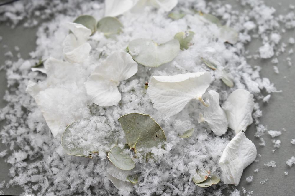 confetti | snow confetti | Winter wedding confetti