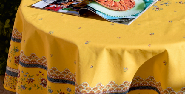 French Tablecloth/Napkin Set Round Coated Yellow Beaucaire