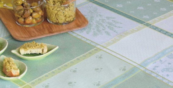 Green/Ecru Valbonne Jacquard Woven Tablecloths