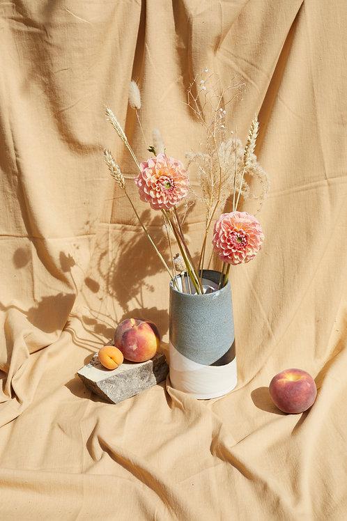 Medium vase- White/black