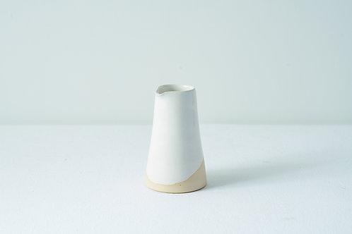 Medium pourer: White