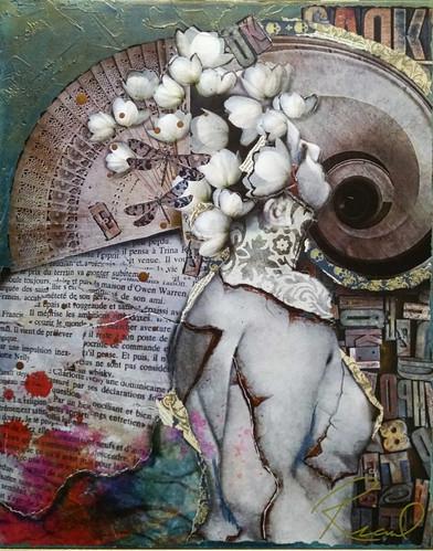 Une fleur séchée dans un album