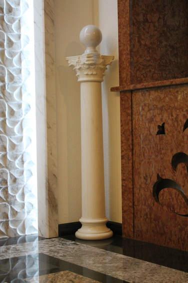 Мраморная колонна