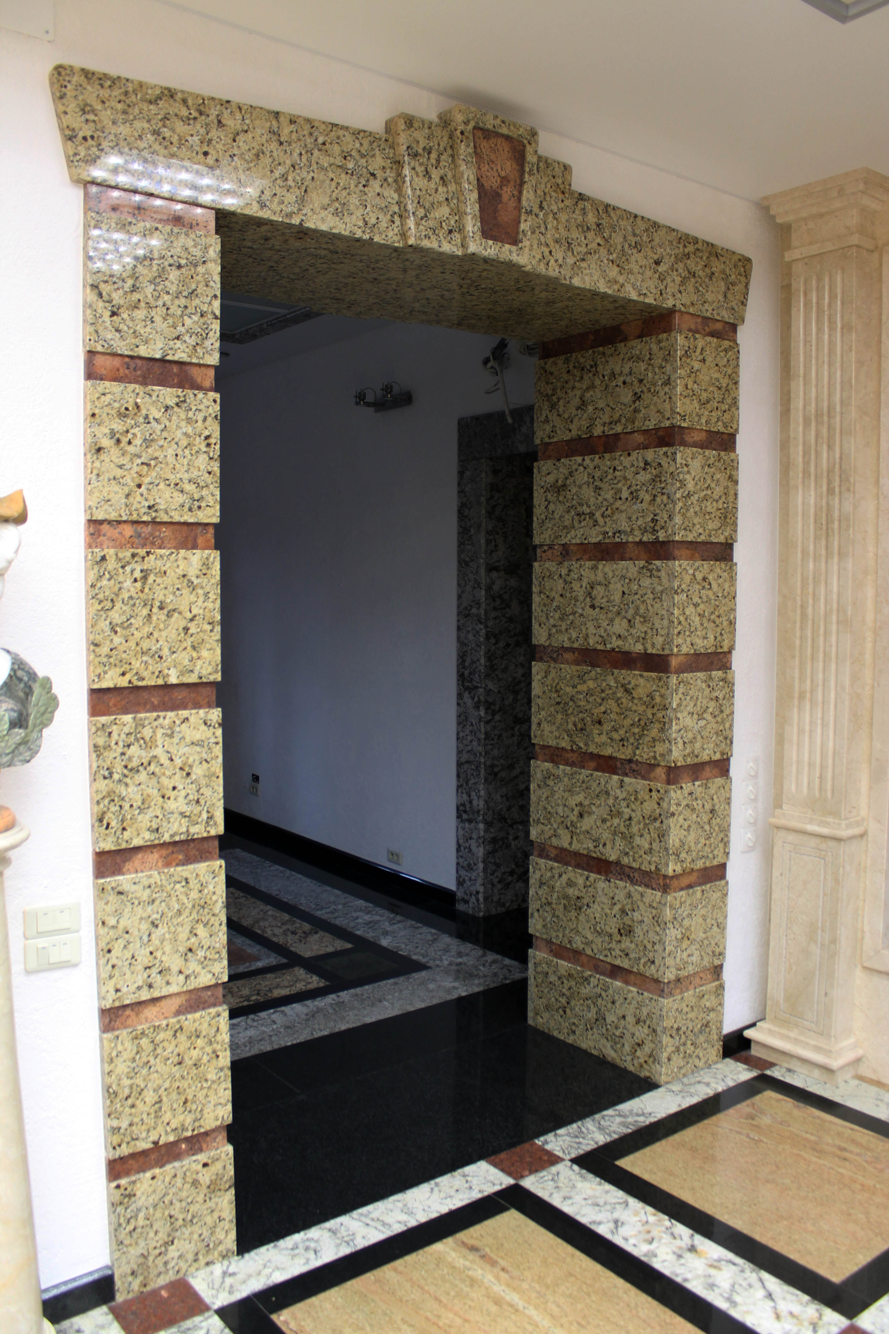 облицовка дверного проема гранитом