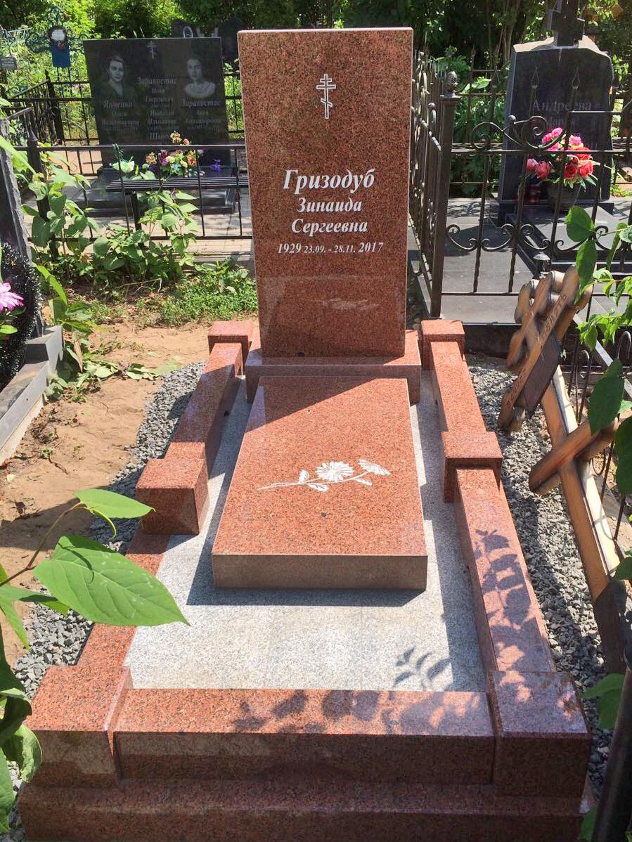 """Памятник """"Строгий контраст"""""""