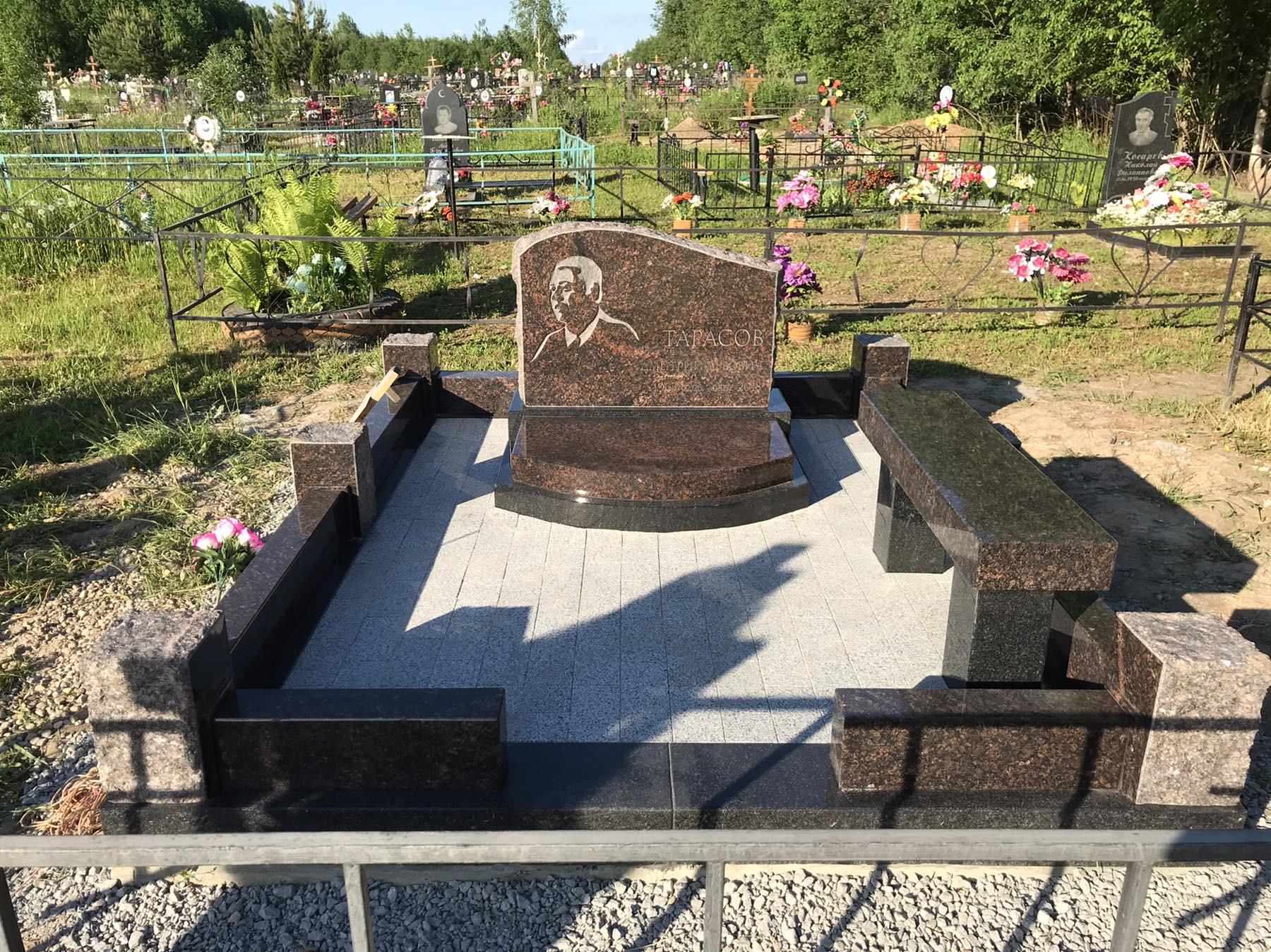 """Памятник в Американском стиле """"Посвящение"""""""
