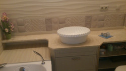 Мраморная столешница в ванной комнате