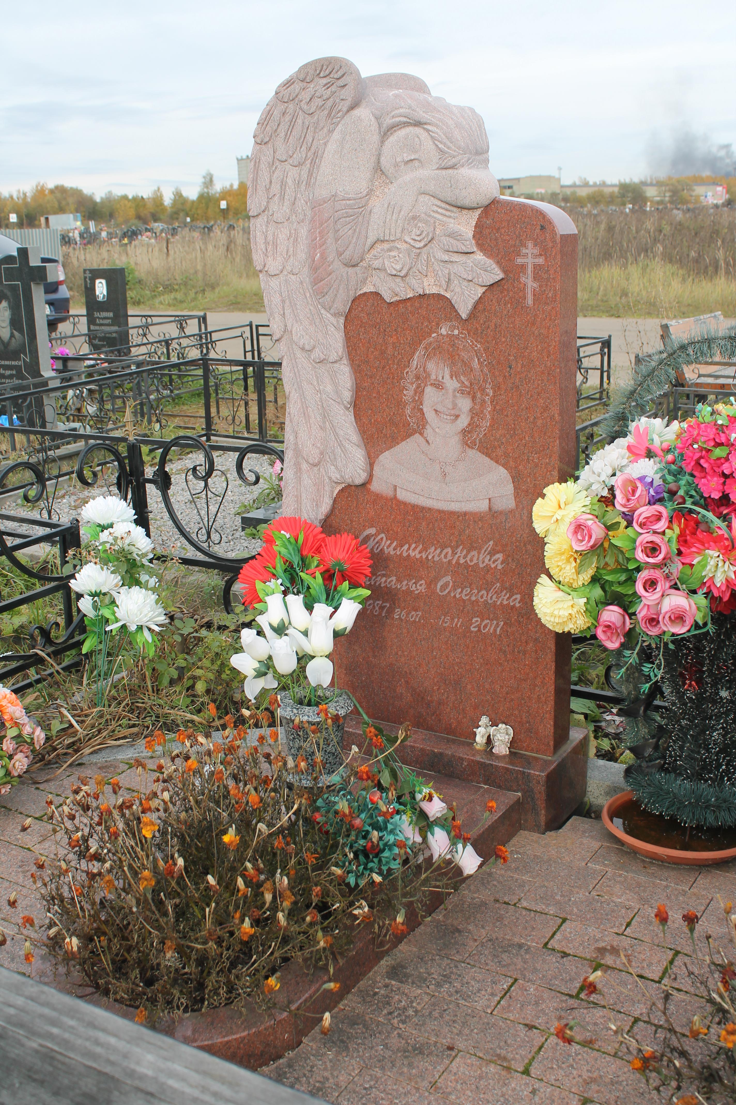 """Памятник  """"Скорбящий ангел"""""""