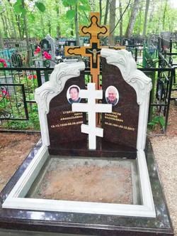 """Памятник на двоих """"Зеркальный дуэт"""""""