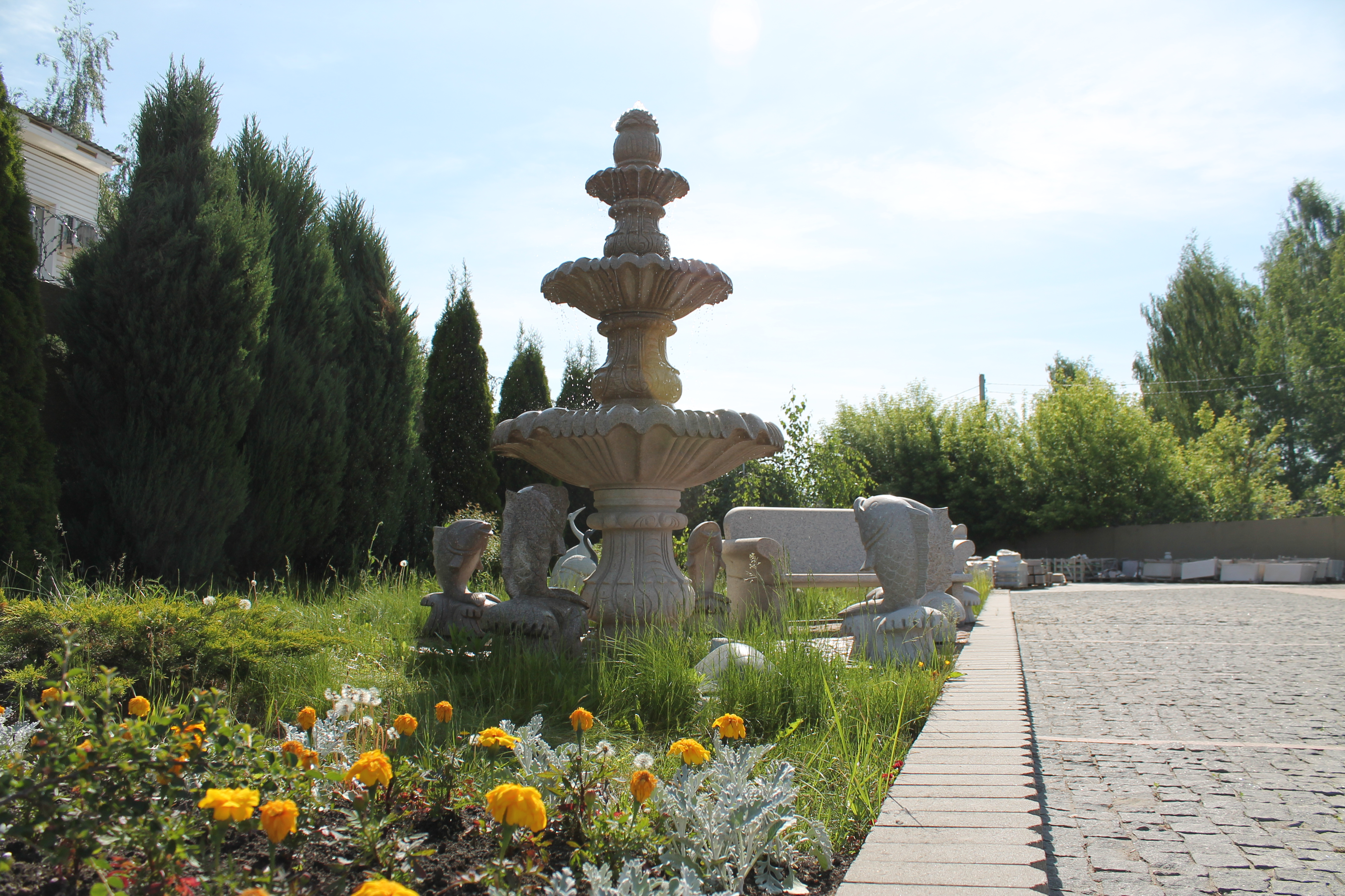 фонтан из гранита
