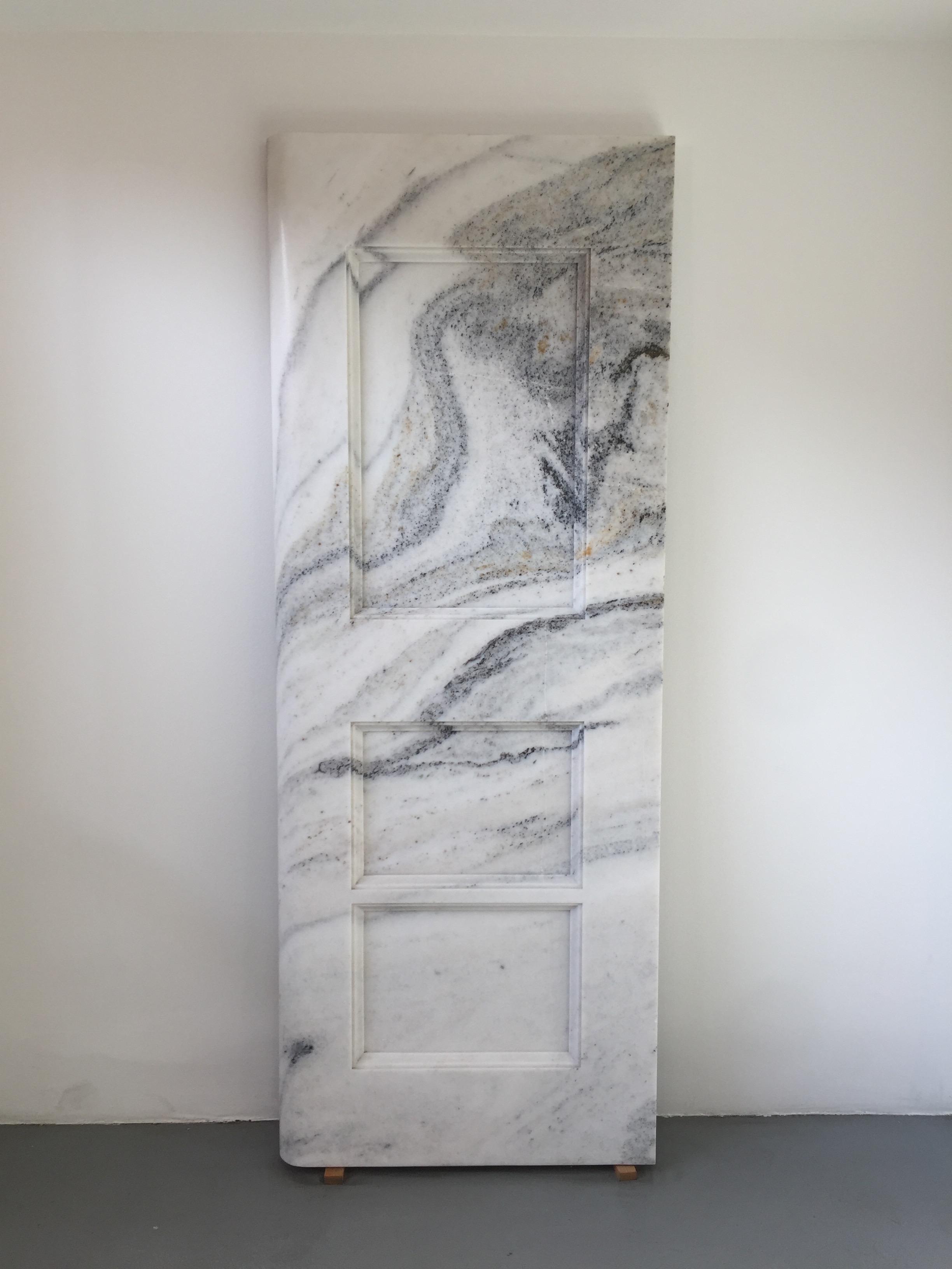 Дверь из мрамора