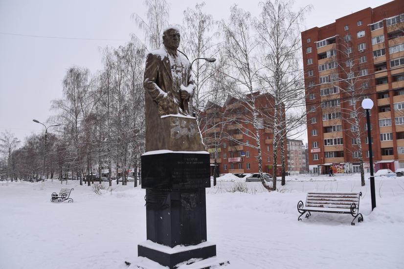 Памятник оружейнику Макарову Н.Ф.
