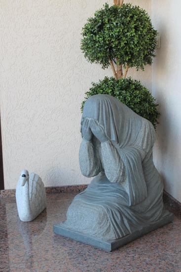 "скульптура ""Скорбящая""."
