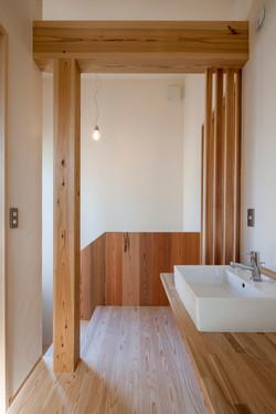 階段横の洗面コーナー