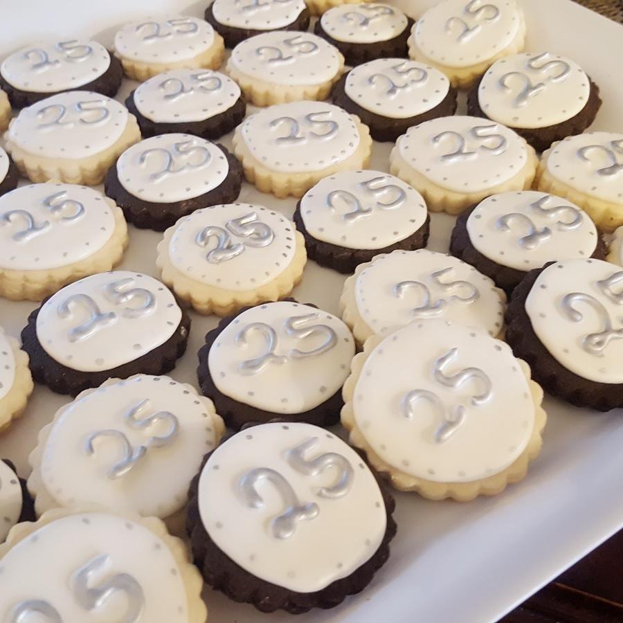 Ciena 25 aniversary cookies
