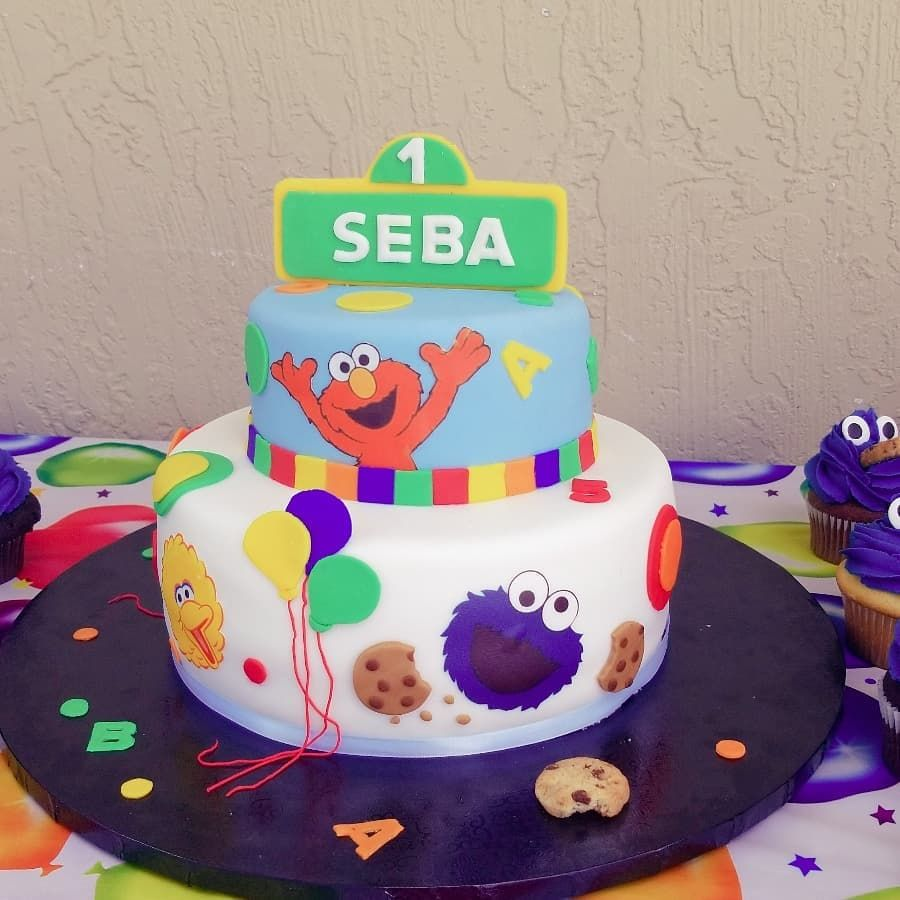 Elmo 1st year cake