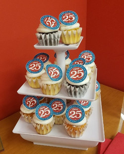 Ciena 25 aniversary cupcakes