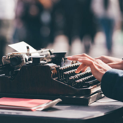 milkovi-Typewriter-unsplash_cropped-squa