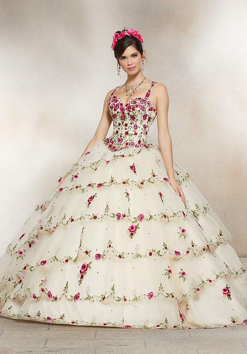 Spanische Brautkleider bzw. Hochzeitskleider aus Tüll in Sissi Prinzessin Style mit vielen Blumen. Champagne Farbe.