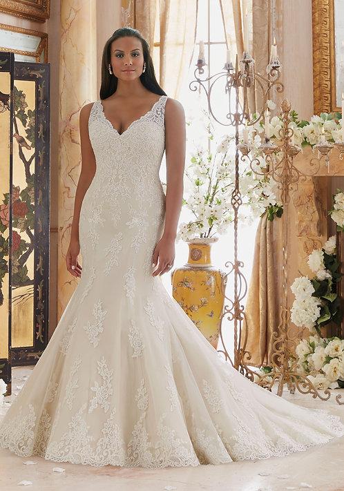Brautkleider große größen Spitze fit und flair V-Ausschnitt champagne