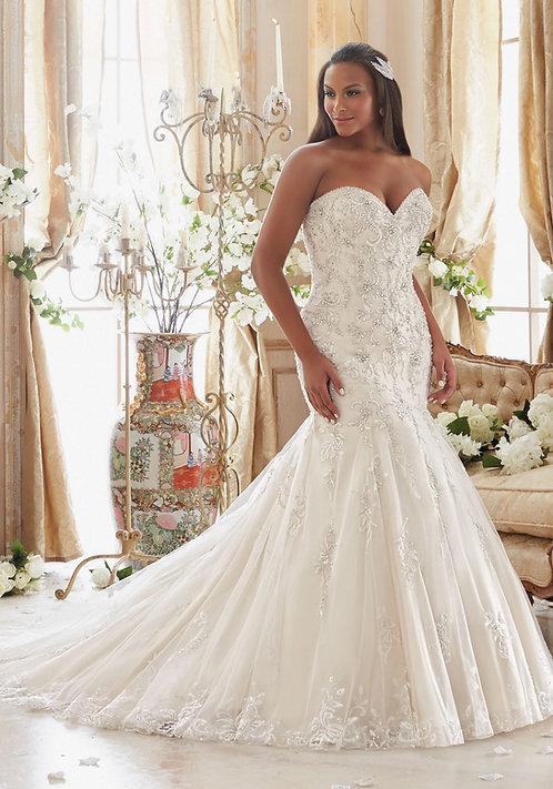 Brautkleider in großen grössen, für mollige, Tüll figurbetont fit und flair