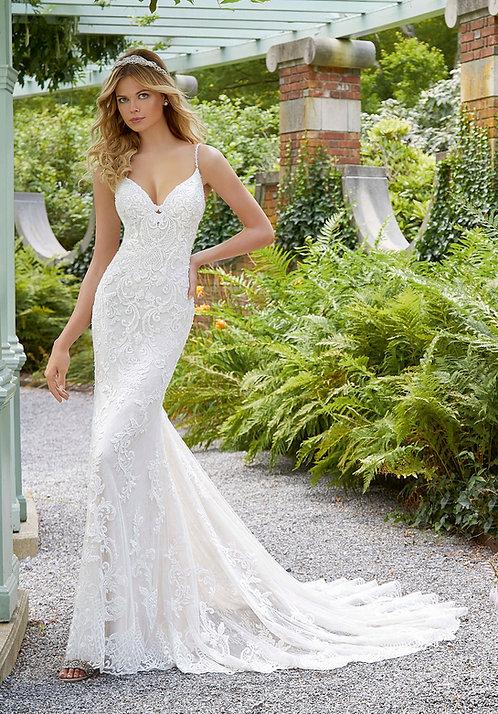Brautkleider enganliegend Spitze rückenfrei fit und flair