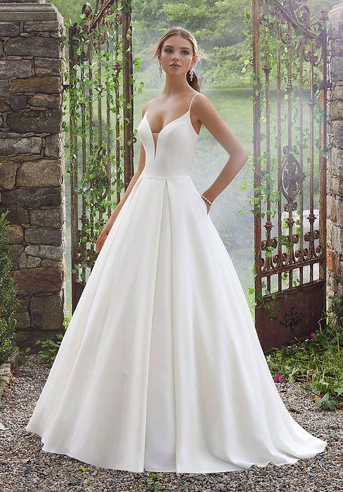 Schlichtes Brautkleid aus soft satin, A-Linie, rückenfrei elfenbein