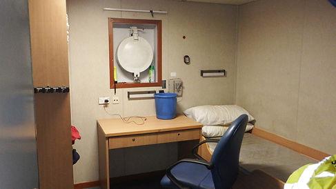 1-man cabin raised poop deck