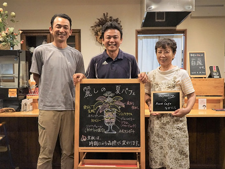 Parfait made with a whole peach picked in that morning. Fuefuki's farmers bring people to Yamanashi.
