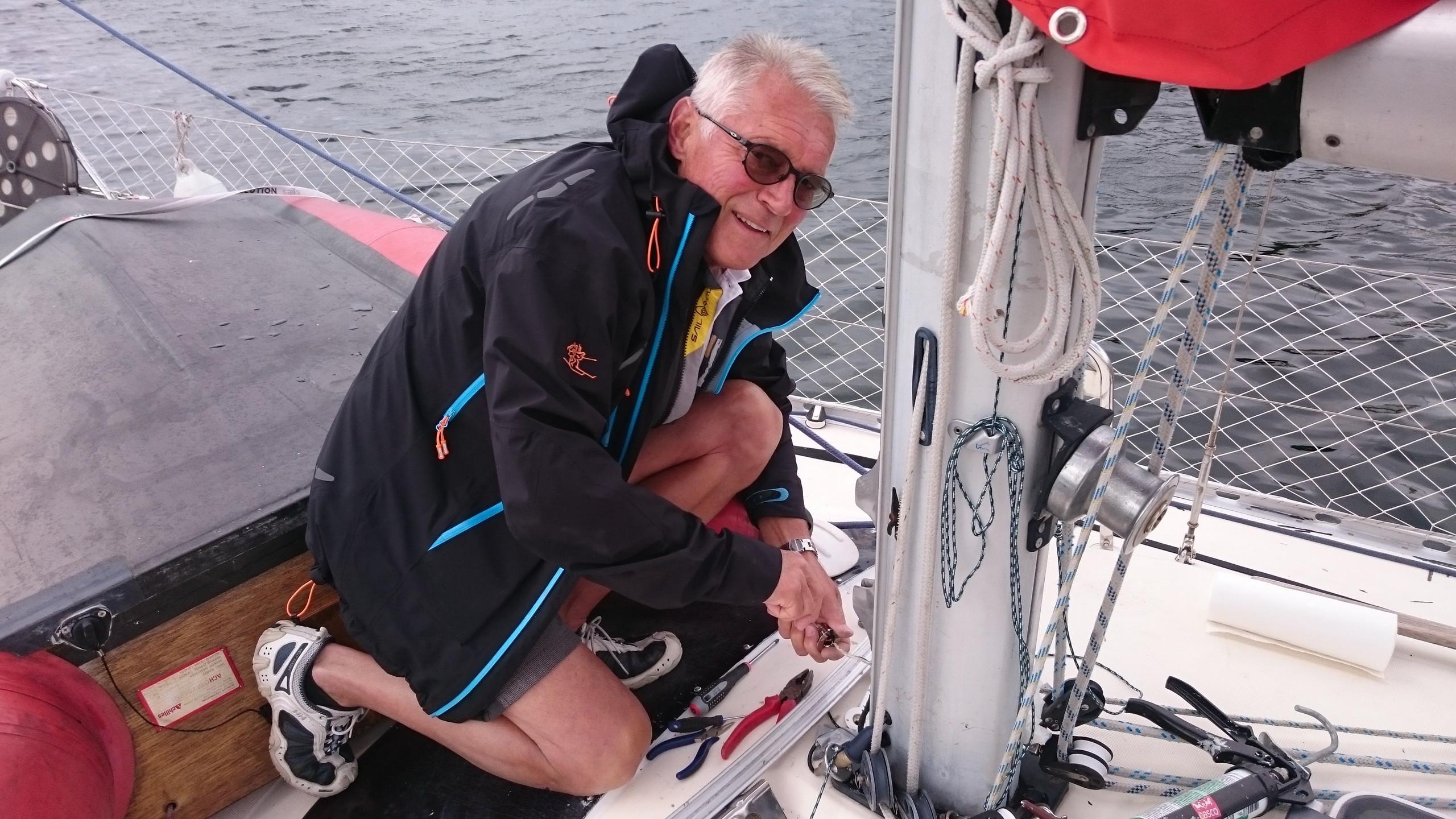 Bengt undersøker vindmåleren