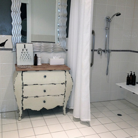 Court Room 100       bathroom