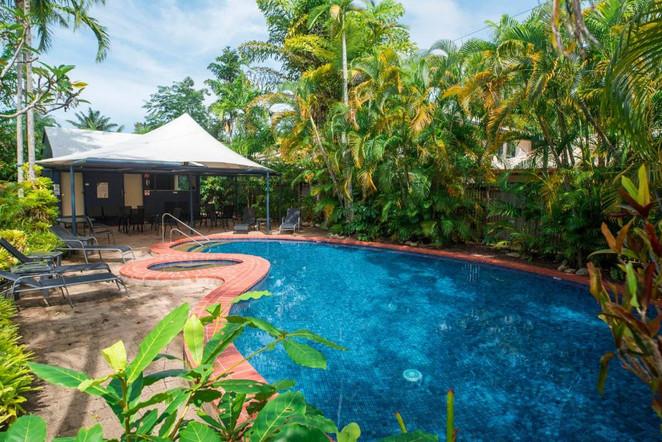 Port Douglas Tropical Apartments Pool area