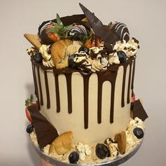 Coffee, Popcorn, cookie & fruit dark chocolate drip cake