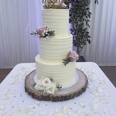 Buttercream swirled palette knife cake