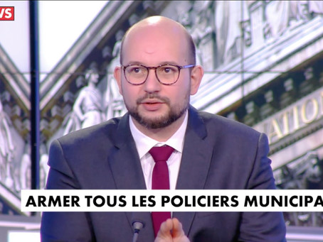 "Invité de l'émission ""Midi News"""