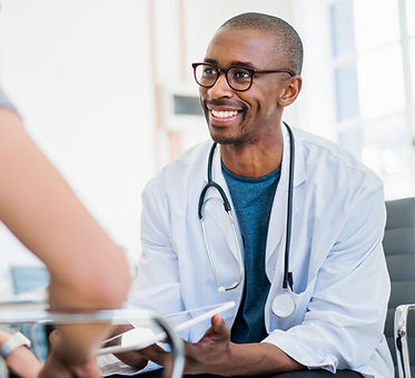 Amical jeune médecin