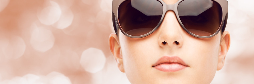 Woman in the sun with sunglasses