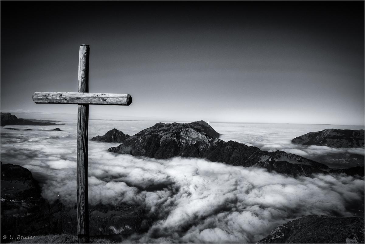 _DSC5217 b Rand schmal High above the clouds.jpg
